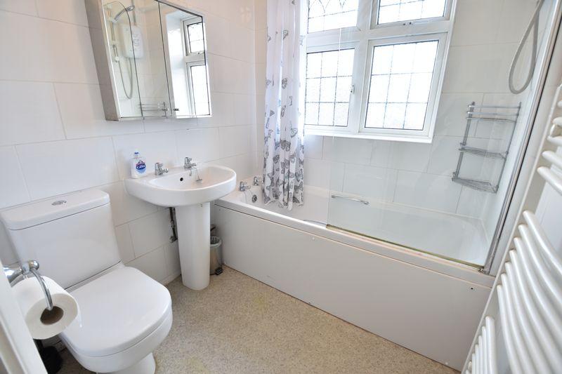 3 bedroom Semi-Detached  to buy in Wychwood Avenue, Luton - Photo 8