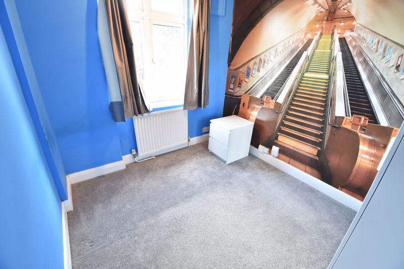 3 bedroom Semi-Detached  to buy in Wychwood Avenue, Luton - Photo 11