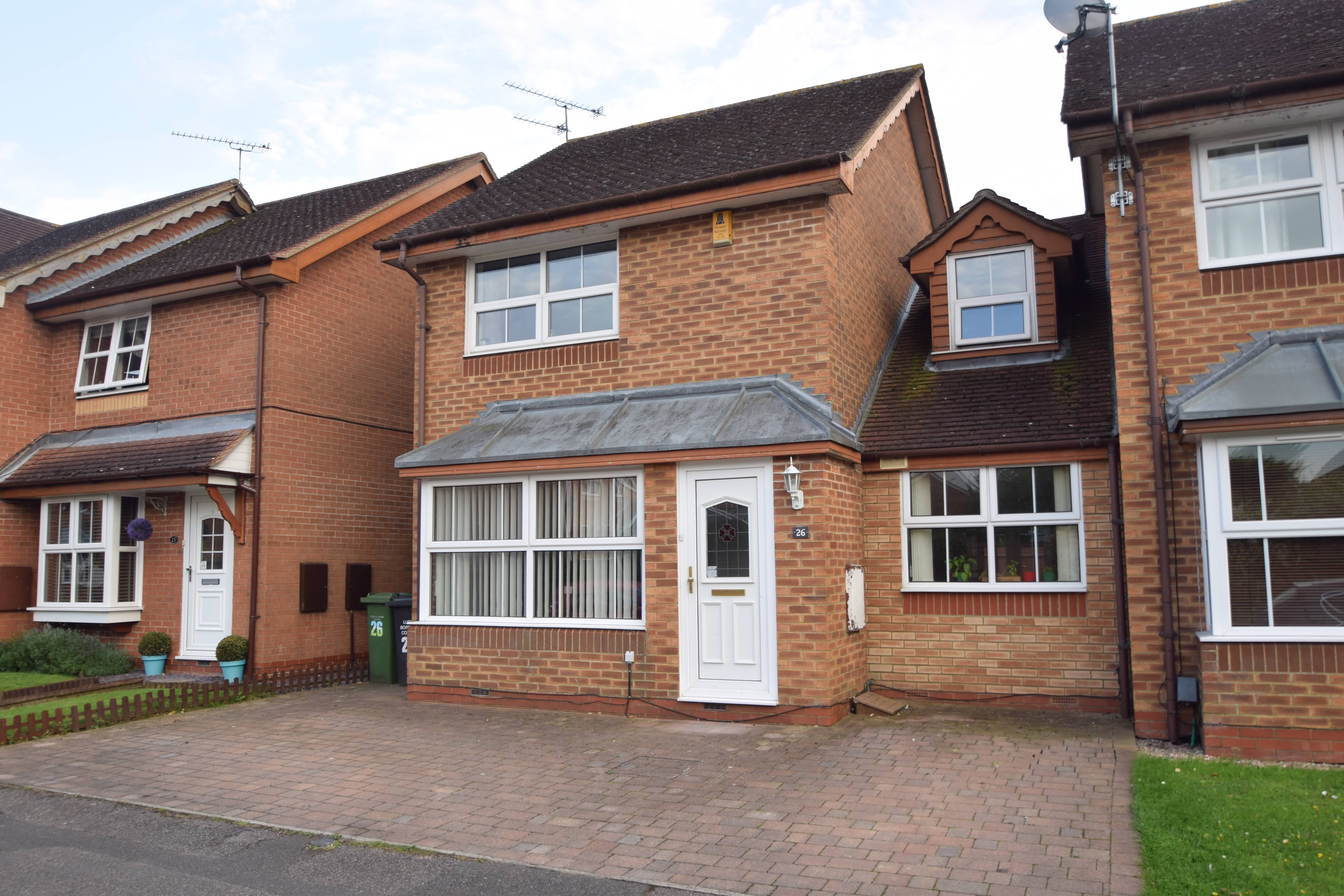 3 bedroom Detached  to buy in Sacombe Green, Luton