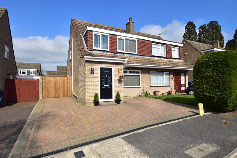 3 bedroom Semi-Detached  to buy in Nightingale Close, Luton