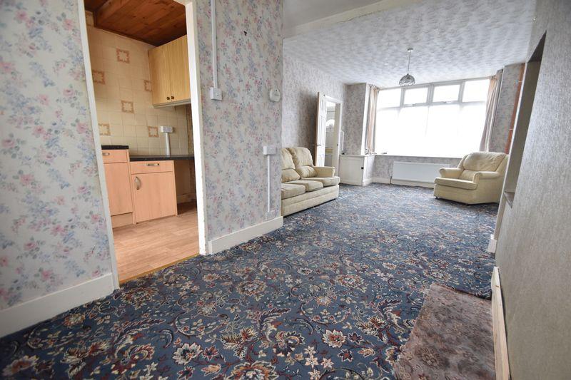 2 bedroom Mid Terrace to buy in Applecroft Road, Luton - Photo 2