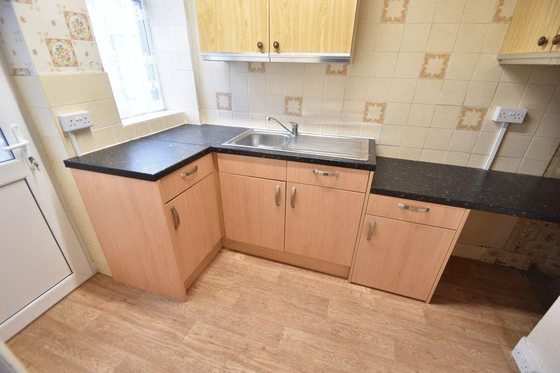 2 bedroom Mid Terrace to buy in Applecroft Road, Luton - Photo 3