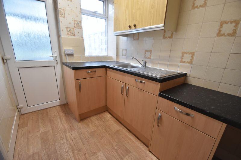 2 bedroom Mid Terrace to buy in Applecroft Road, Luton - Photo 4