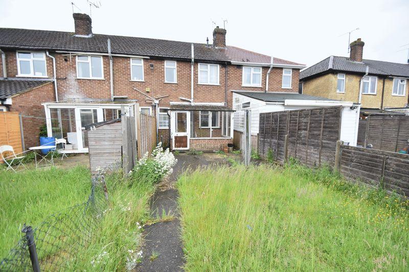 2 bedroom Mid Terrace to buy in Applecroft Road, Luton - Photo 7