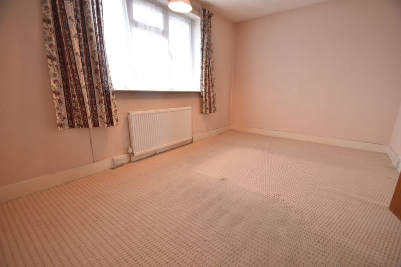2 bedroom Mid Terrace to buy in Applecroft Road, Luton - Photo 9