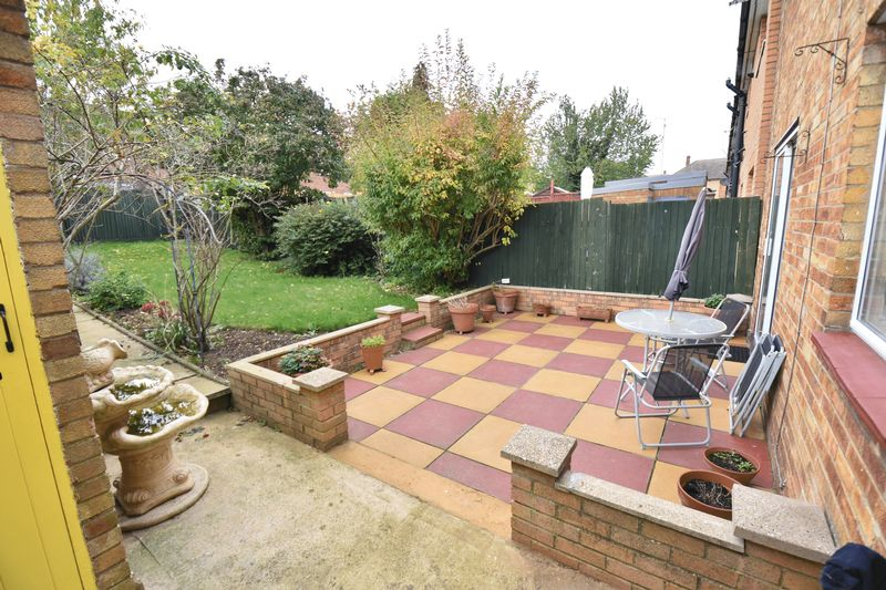 3 bedroom Semi-Detached  to buy in Chalton Road, Luton - Garden 1
