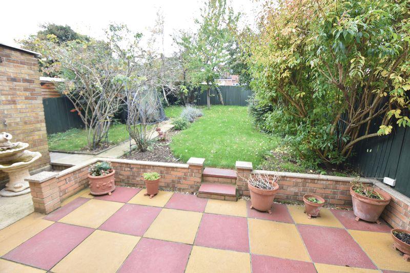 3 bedroom Semi-Detached  to buy in Chalton Road, Luton - Garden 3