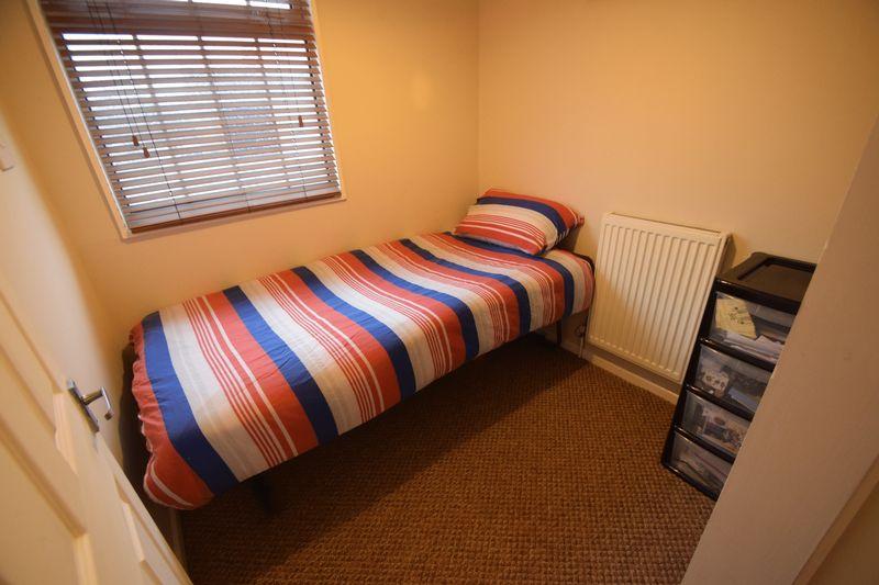 3 bedroom Semi-Detached  to buy in Fairfax Avenue, Luton - Photo 11