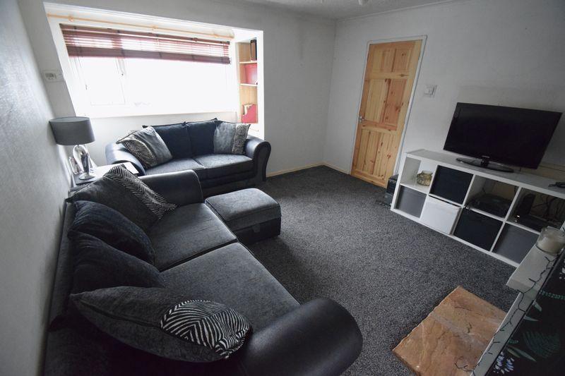 3 bedroom Semi-Detached  to buy in Fairfax Avenue, Luton - Photo 2