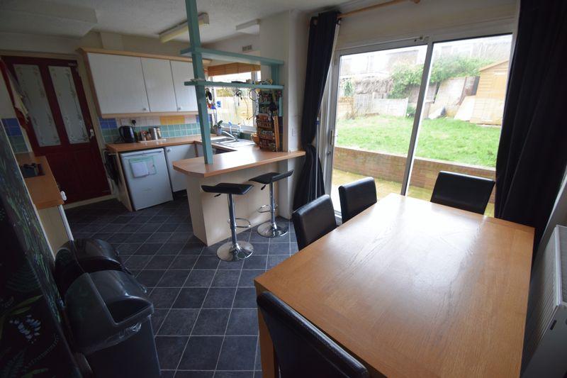3 bedroom Semi-Detached  to buy in Fairfax Avenue, Luton - Photo 3