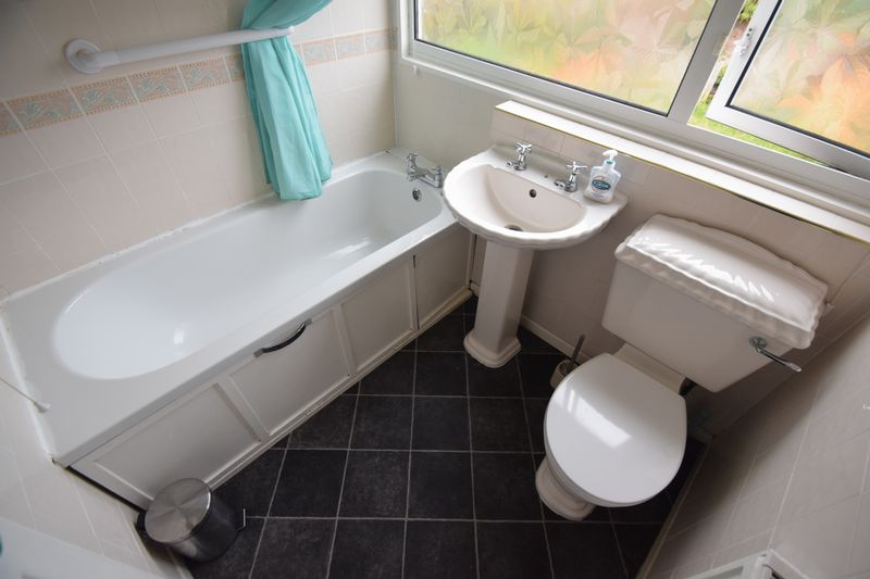3 bedroom Semi-Detached  to buy in Fairfax Avenue, Luton - Photo 7