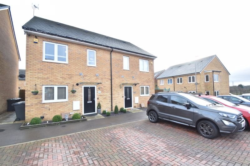 3 bedroom Semi-Detached  to buy in Mossman Close, Luton