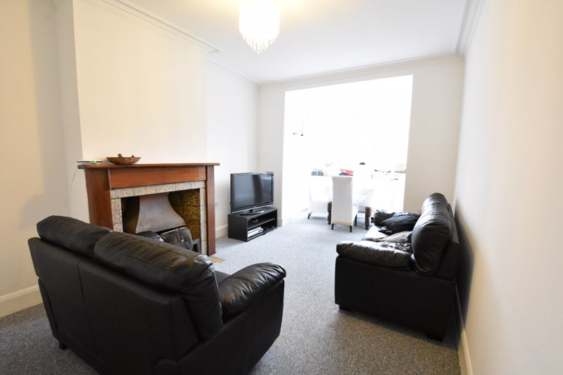 3 bedroom Semi-Detached  to rent in Stockingstone Road, Luton - Photo 6