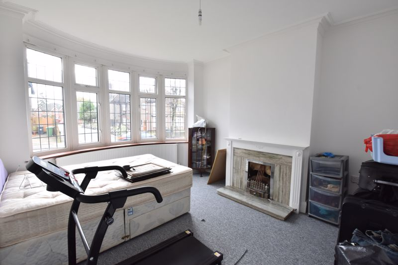 3 bedroom Semi-Detached  to rent in Stockingstone Road, Luton - Photo 8