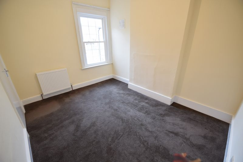 2 bedroom Flat to rent in Leagrave Road, Luton - Photo 1