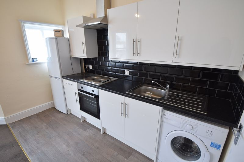 2 bedroom Flat to rent in Leagrave Road, Luton - Photo 6