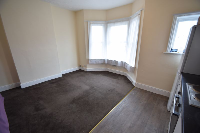 2 bedroom Flat to rent in Leagrave Road, Luton - Photo 8