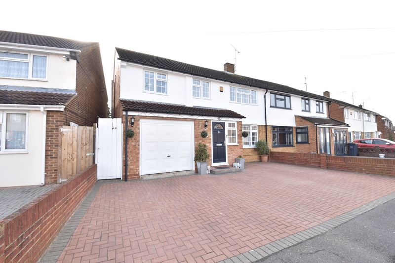 4 bedroom Semi-Detached  to buy in Dunsby Road, Luton - Photo 1