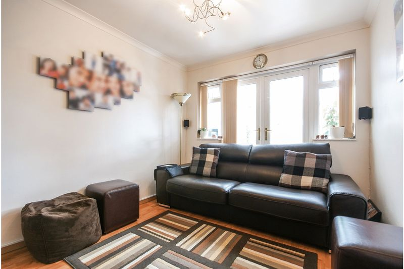 4 bedroom Semi-Detached  to buy in Dunsby Road, Luton - Photo 6