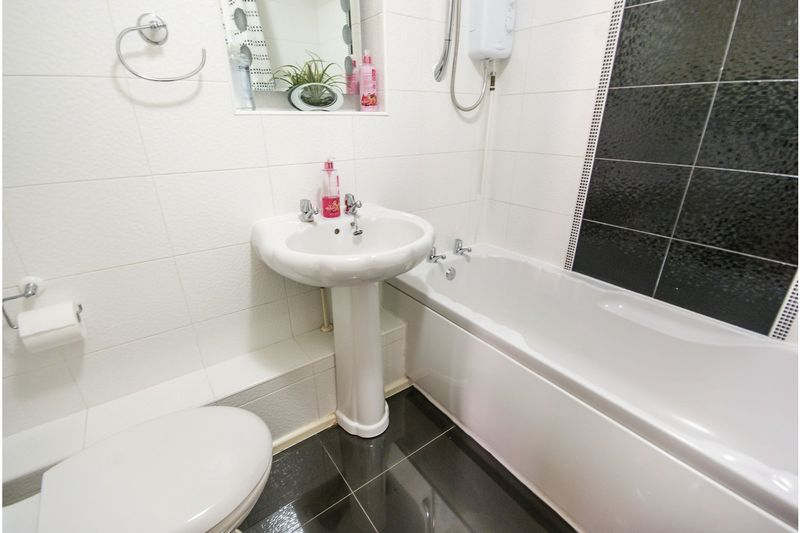 4 bedroom Semi-Detached  to buy in Dunsby Road, Luton - Photo 7
