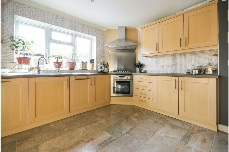 4 bedroom Semi-Detached  to buy in Dunsby Road, Luton - Photo 8