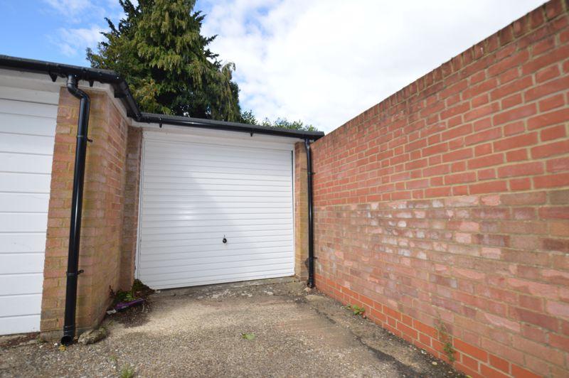 2 bedroom Apartment / Studio to buy in Elderberry Close, Luton - Photo 2