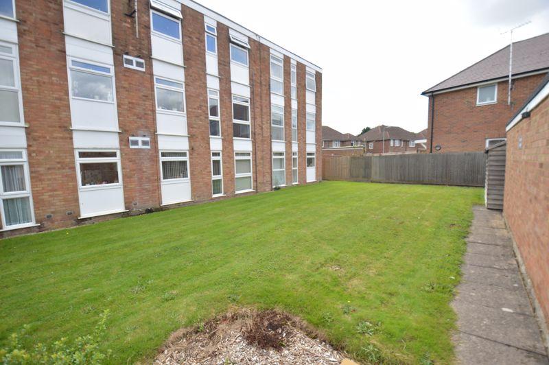 2 bedroom Apartment / Studio to buy in Elderberry Close, Luton - Photo 3