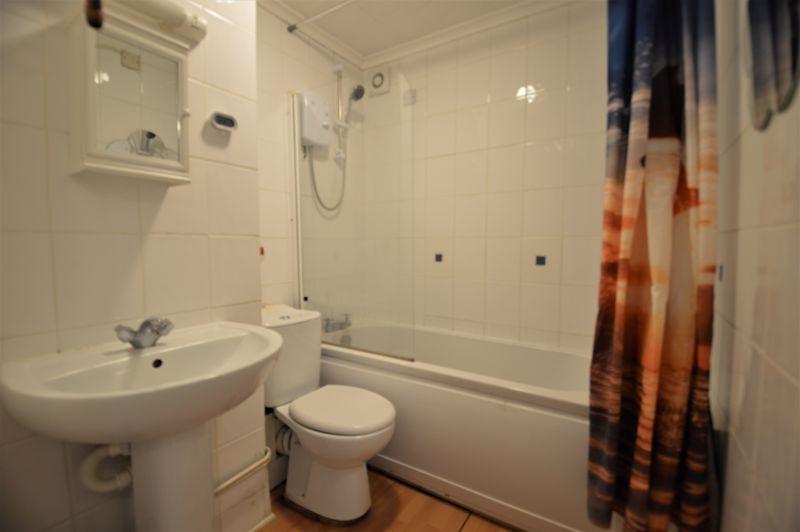 2 bedroom Apartment / Studio to buy in Elderberry Close, Luton - Photo 10