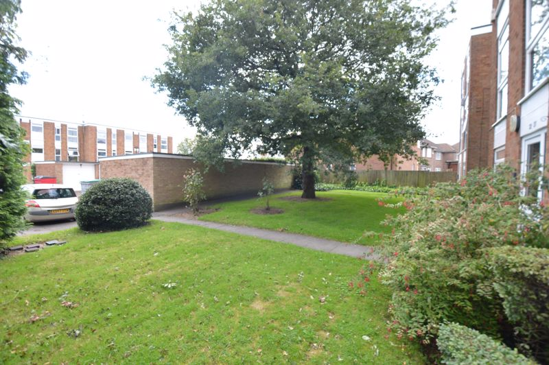 2 bedroom Apartment / Studio to buy in Elderberry Close, Luton - Photo 11