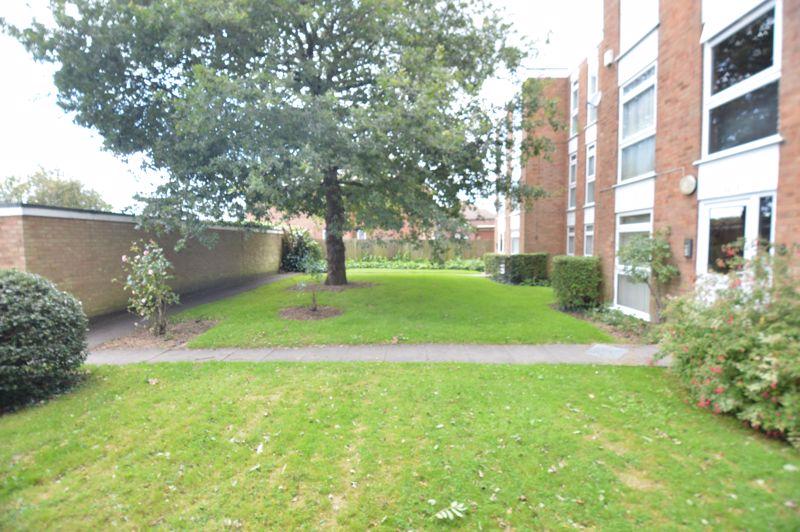 2 bedroom Apartment / Studio to buy in Elderberry Close, Luton - Photo 12