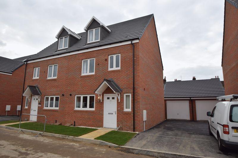 4 bedroom Semi-Detached  to rent in Guardian Way, Luton