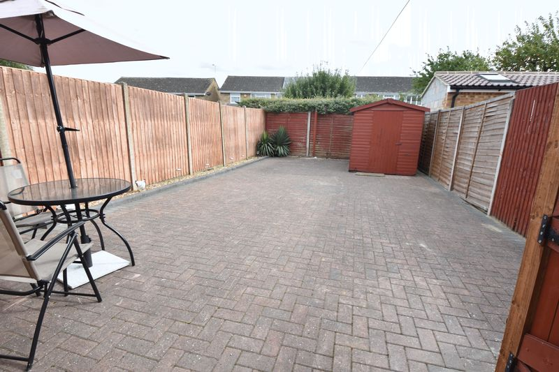 2 bedroom Semi-Detached  to buy in Eastfield Close, Luton - Photo 1