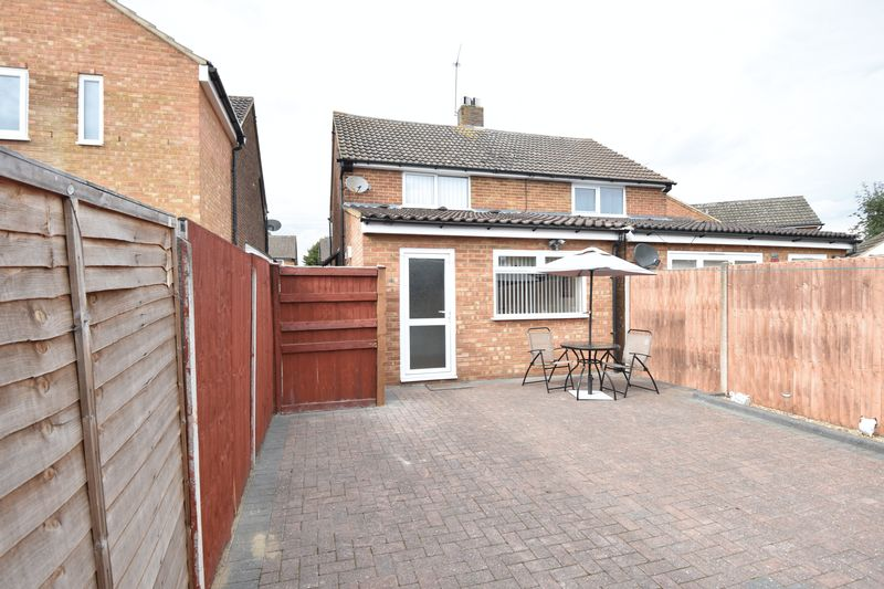 2 bedroom Semi-Detached  to buy in Eastfield Close, Luton - Photo 2