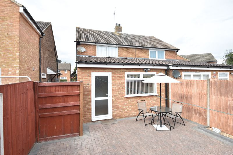2 bedroom Semi-Detached  to buy in Eastfield Close, Luton - Photo 3