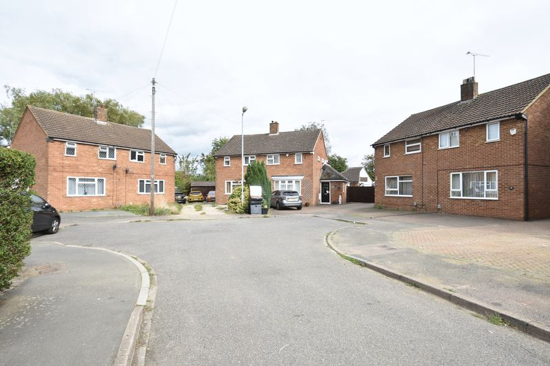 2 bedroom Semi-Detached  to buy in Eastfield Close, Luton - Photo 7