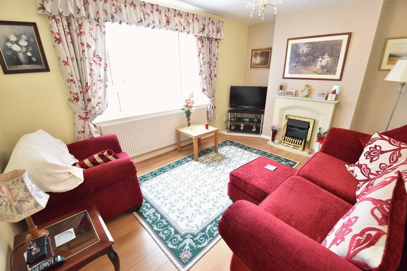 2 bedroom Semi-Detached  to buy in Eastfield Close, Luton - Photo 8