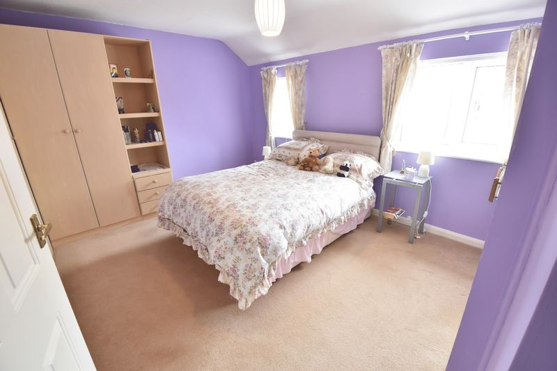 2 bedroom Semi-Detached  to buy in Eastfield Close, Luton - Photo 10