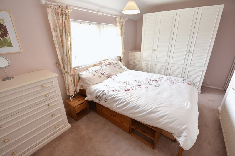 2 bedroom Semi-Detached  to buy in Eastfield Close, Luton - Photo 11