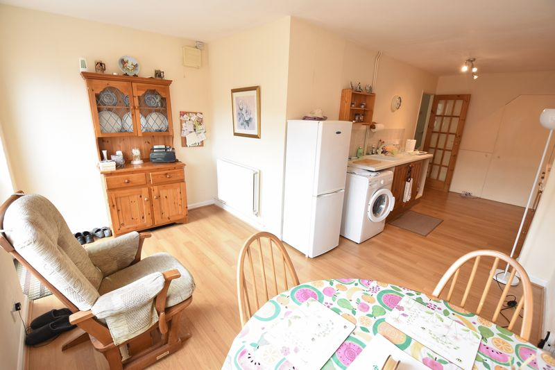 2 bedroom Semi-Detached  to buy in Eastfield Close, Luton - Photo 15