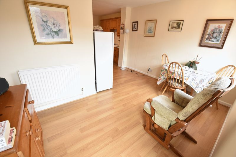 2 bedroom Semi-Detached  to buy in Eastfield Close, Luton - Photo 16