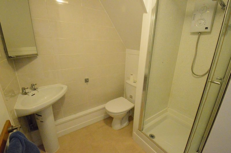 2 bedroom  to buy in High Town Road, Luton - Photo 3