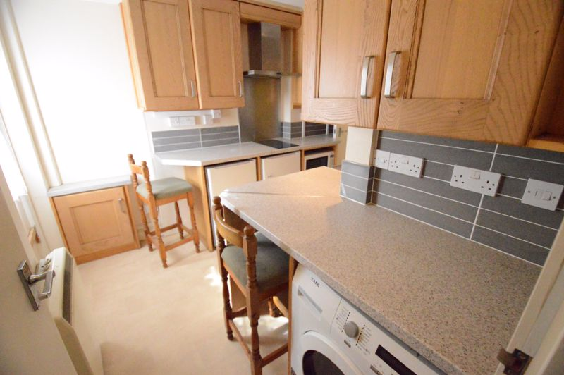 2 bedroom  to buy in High Town Road, Luton - Photo 4