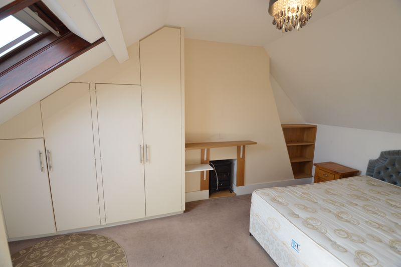 2 bedroom  to buy in High Town Road, Luton - Photo 7