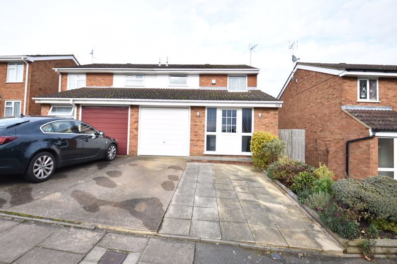 3 bedroom Semi-Detached  to buy in Buckingham Drive, Luton - Photo 2
