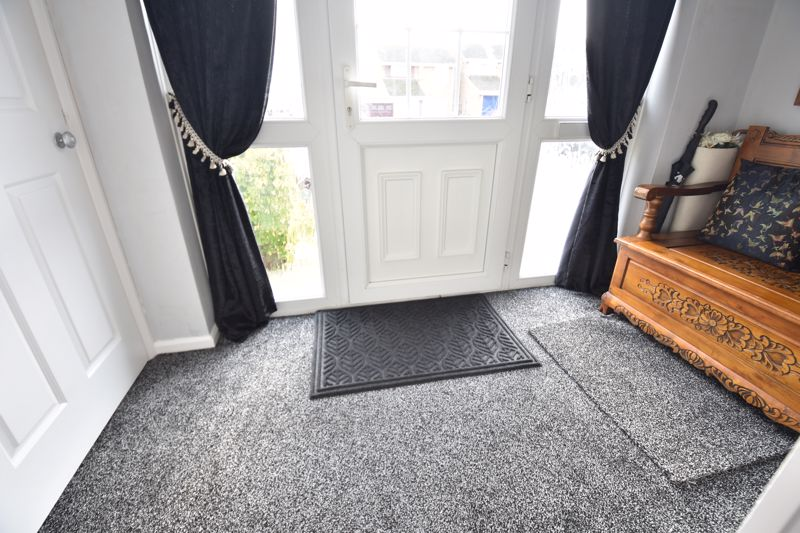 3 bedroom Semi-Detached  to buy in Buckingham Drive, Luton - Photo 7
