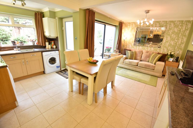 3 bedroom Semi-Detached  to buy in Buckingham Drive, Luton - Photo 11