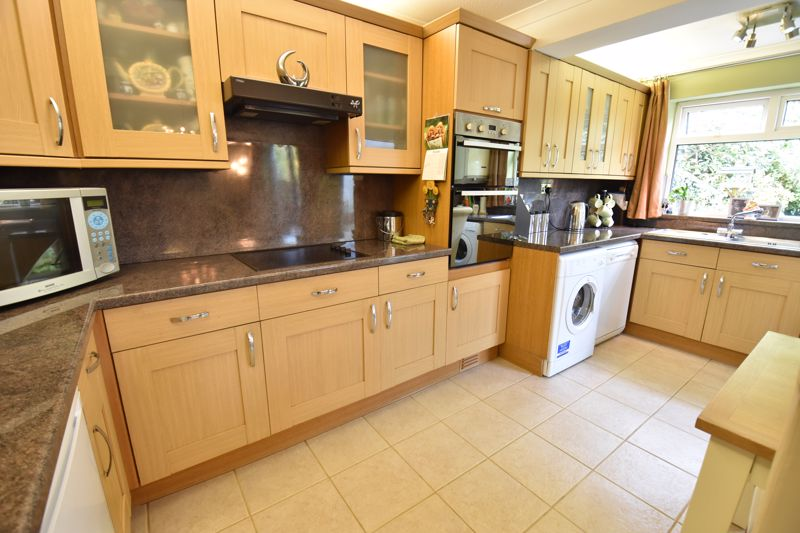 3 bedroom Semi-Detached  to buy in Buckingham Drive, Luton - Photo 12