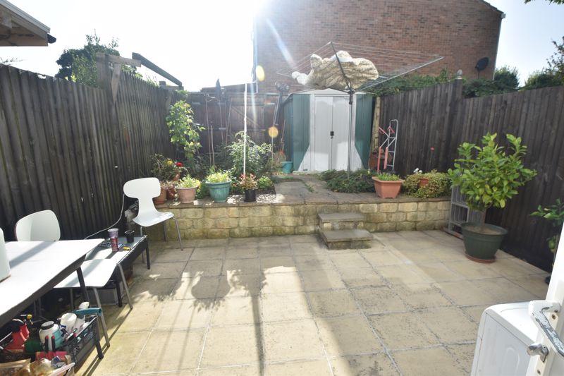 4 bedroom Mid Terrace to buy in Chelsea Gardens, Dunstable - Photo 9