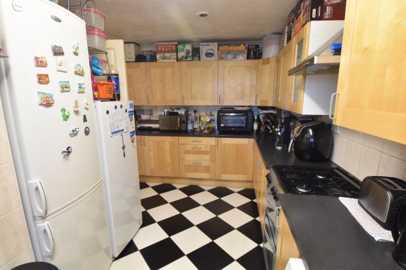 4 bedroom Mid Terrace to buy in Chelsea Gardens, Dunstable - Photo 11