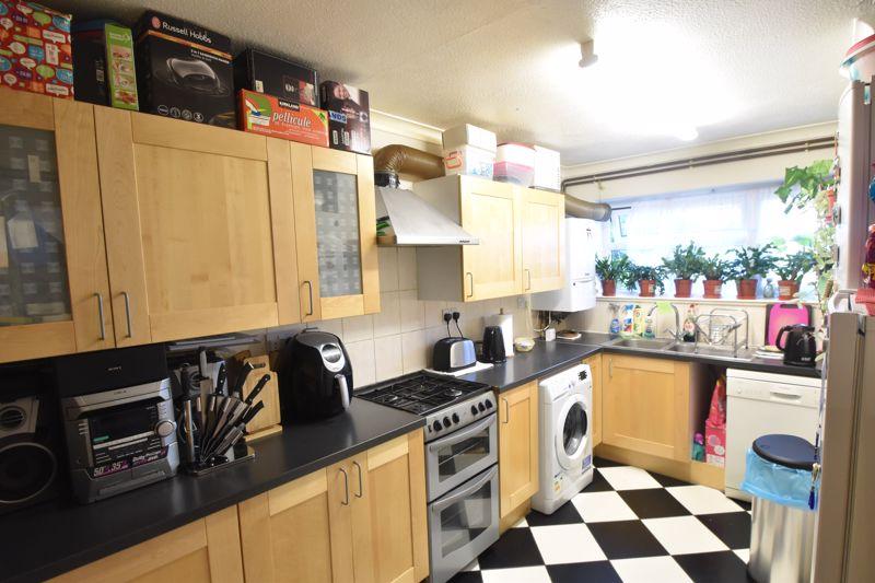 4 bedroom Mid Terrace to buy in Chelsea Gardens, Dunstable - Photo 12